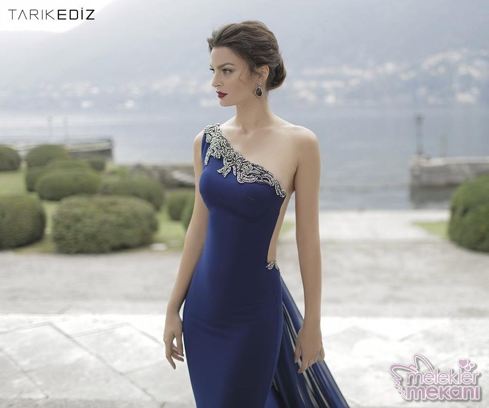 Tarık Ediz 2016 yılı kolleksiyonundan bir elbise modeli resim tarikediz.com adresinden alınmıştır.