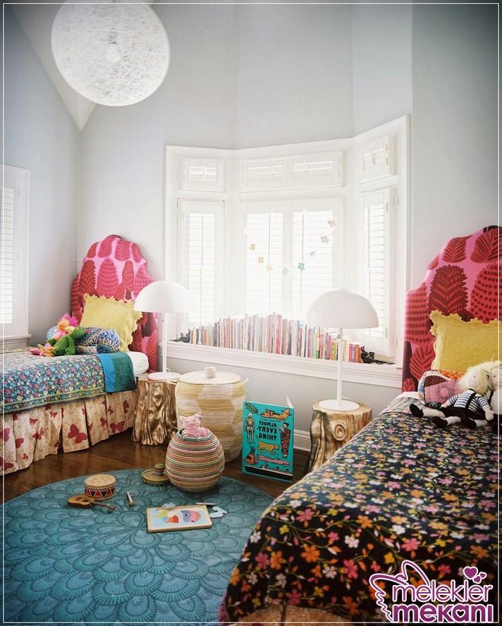 Çiçekli kumaşlarla bohem etkisini salonlarınızda yakalayabilirsiniz.