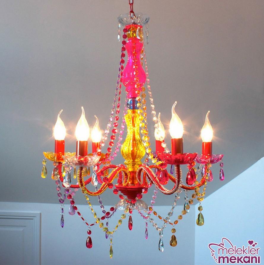 Dekoratif avize modelleri ile odalarınızda zengin tasarım zenginliklerine yer verebilirsiniz.