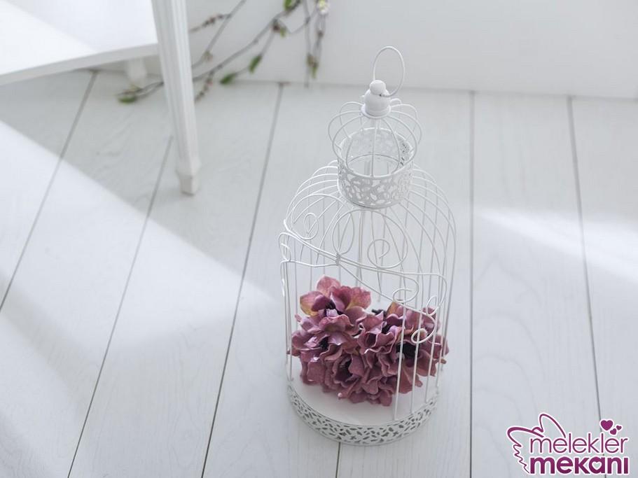 Dekoratif kafes model tercihinde bulunarak odalarınızda farklı bir dekoratif objeye yer verebilirsiniz.