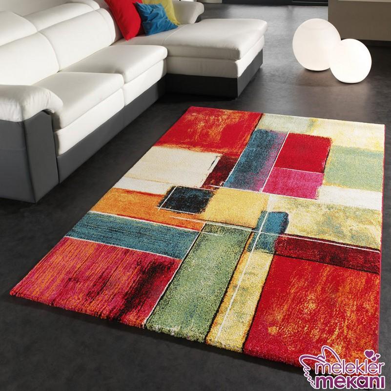 Yeni trend renkli halı modelleri ile canlı oda dekorasyonları oluşturabilirsiniz.