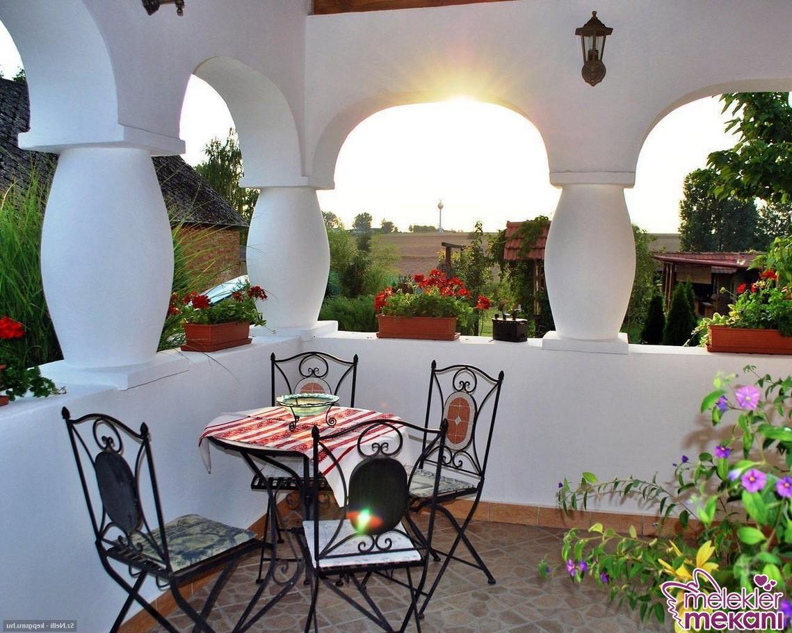 yeni sezon teras dekorasyonu için bahçe mobilyalarından faydalanabilirsiniz