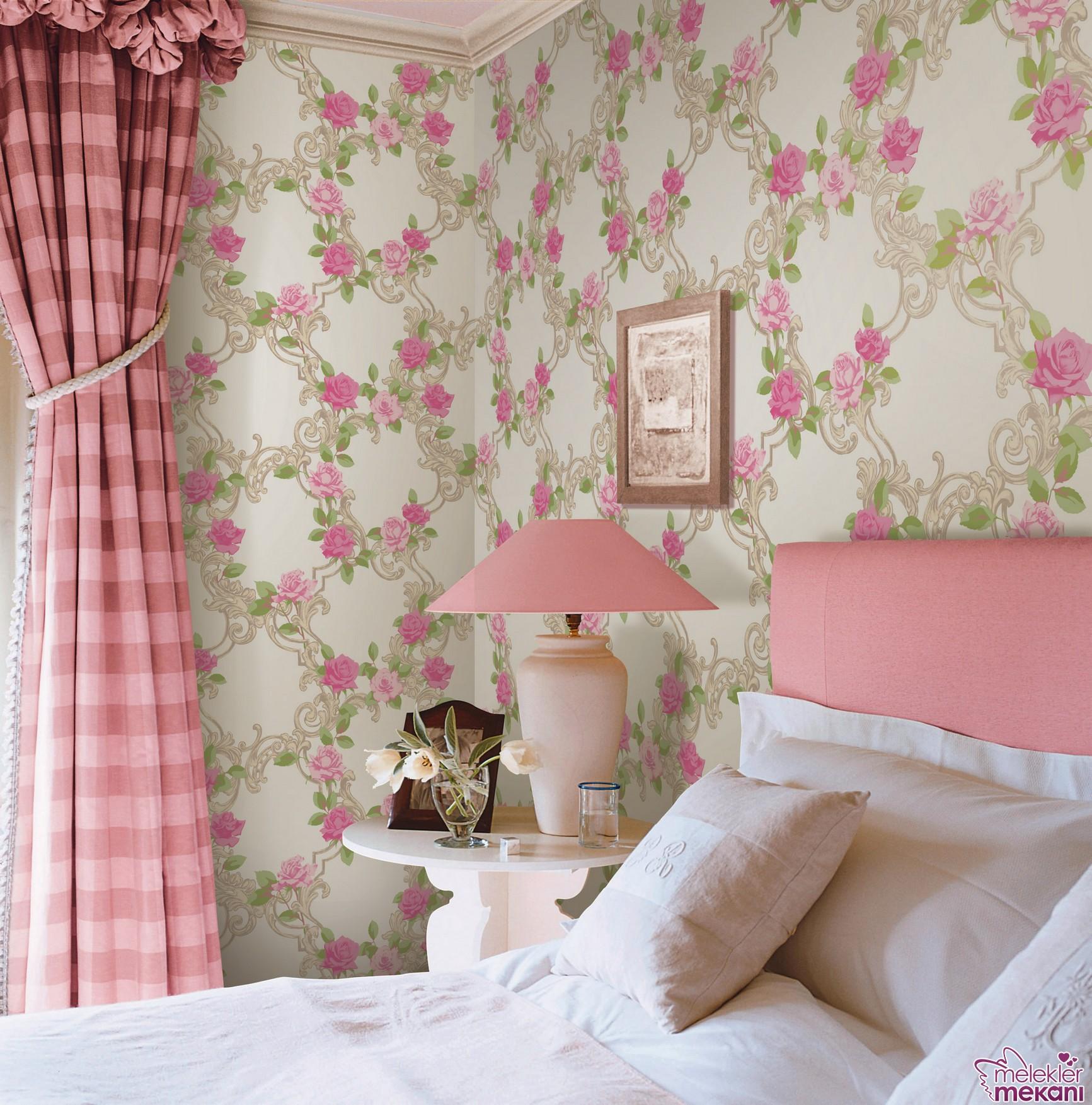 Çiçekli duvar kağıtlarını yeni sezonda her odada uygulayabilirsiniz.