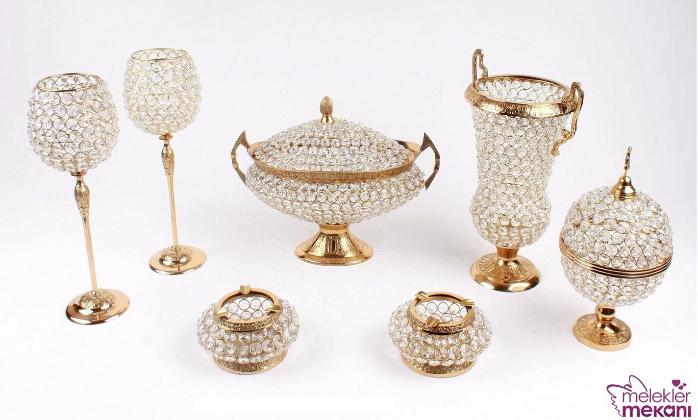 Dekoratif salon aksesuar kristal set ile salon görünümlerinize estetik kazandırabilirsiniz.