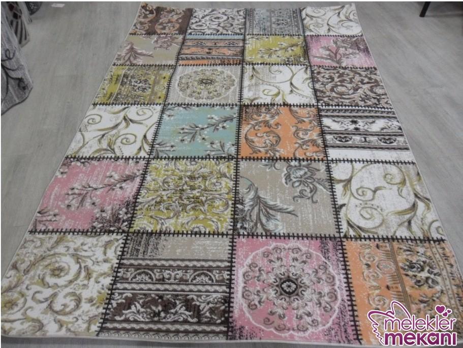 Farklı desenlerde çiçek modelleri ile tasarlanmış ince yazlık halı modeli seçiminizde patchwork modasından yana seçimde bulunabilirsiniz.