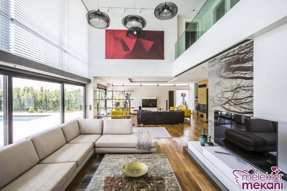 Yaratıcı fikirlerle geniş oda dekorasyonlarını farklı dekoratifliklere kavuştuabilirsiniz.
