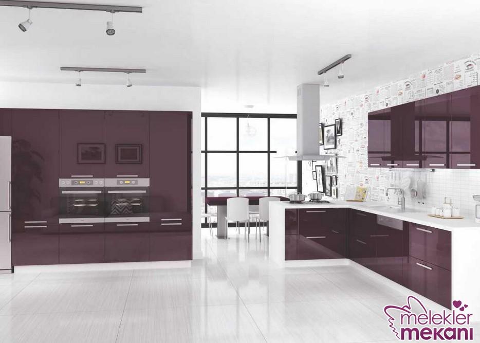 Mürdüm akrilik mutfak dolabı ile en canlı mutfak dekorasyonlarını yakalayabilirsiniz.