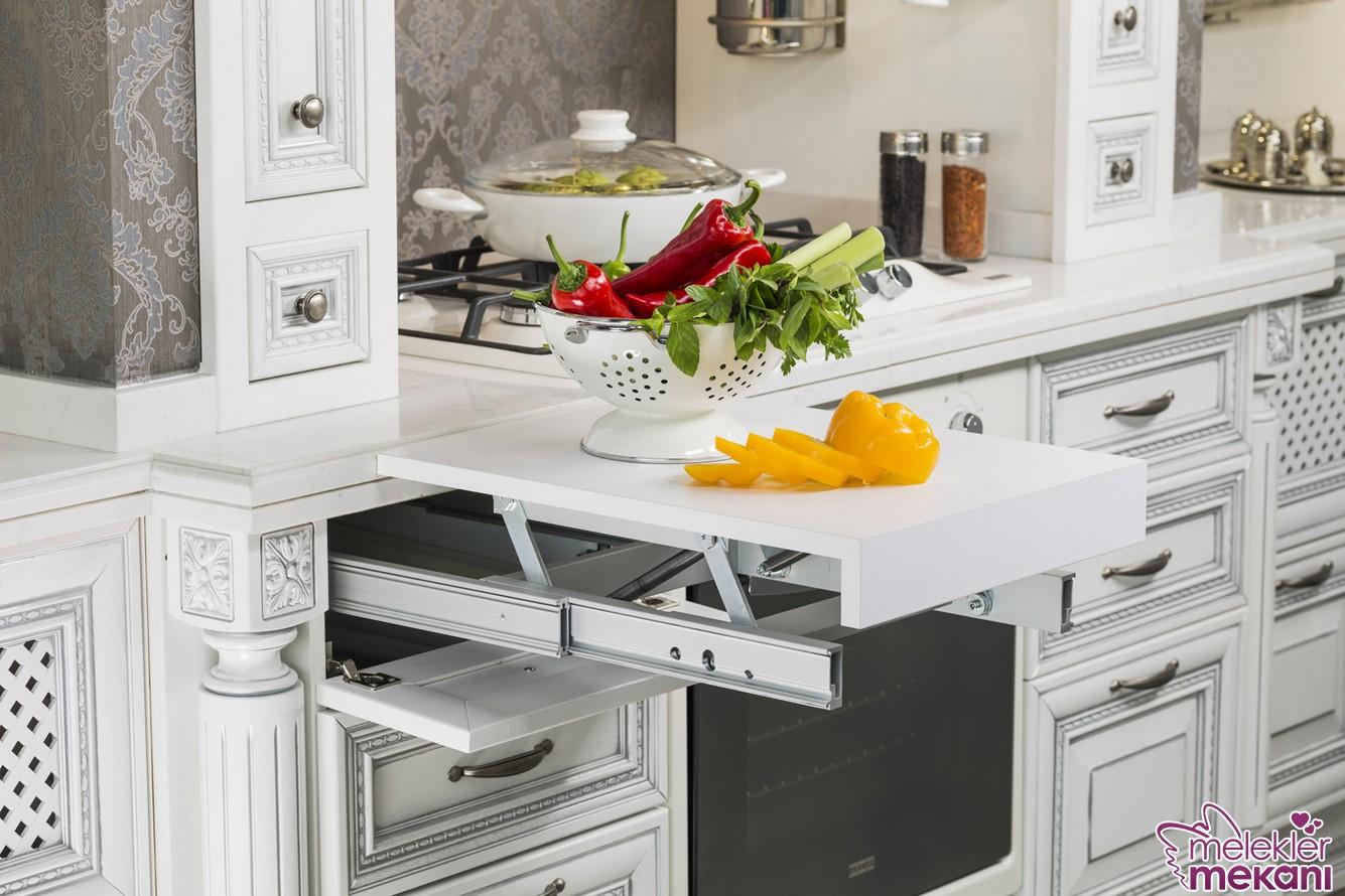 Açılır ek tezgah seçimi ile küçük mutfağınızda iş yapabilme pratikliğine yer açabilirsiniz.