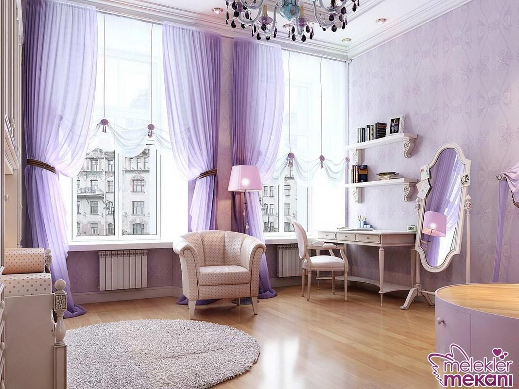 Büyük pencereli evler için perde dekorasyonu yaparken boyu uzun perde modellerinden faydalanmak doğru bir tercih olabilecektir.