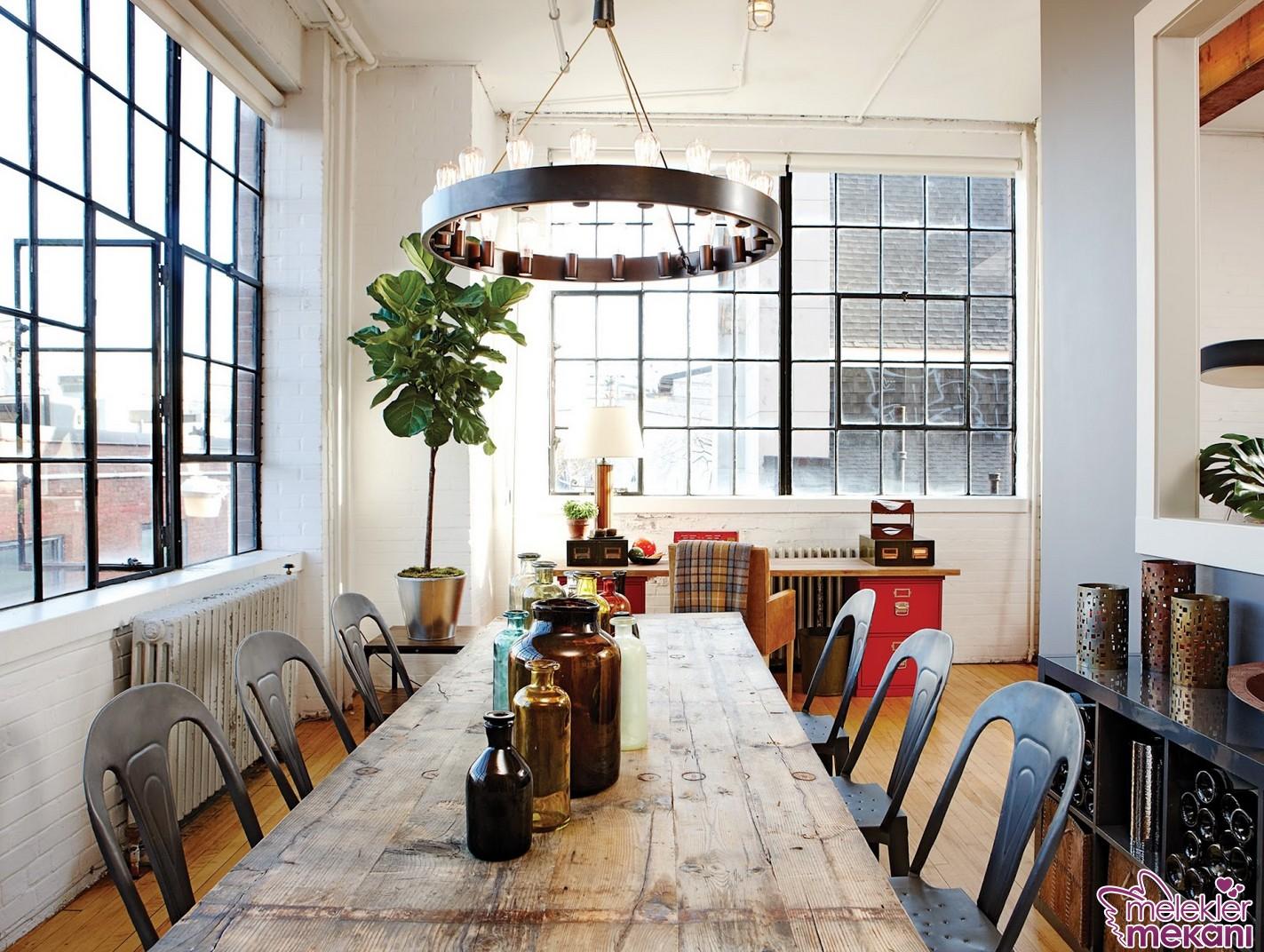 Loft stili yemek odası dekorasyonu gerçekleştirerek ferah ortamları yemek saatlerinizde yakından hissedebilirsiniz.