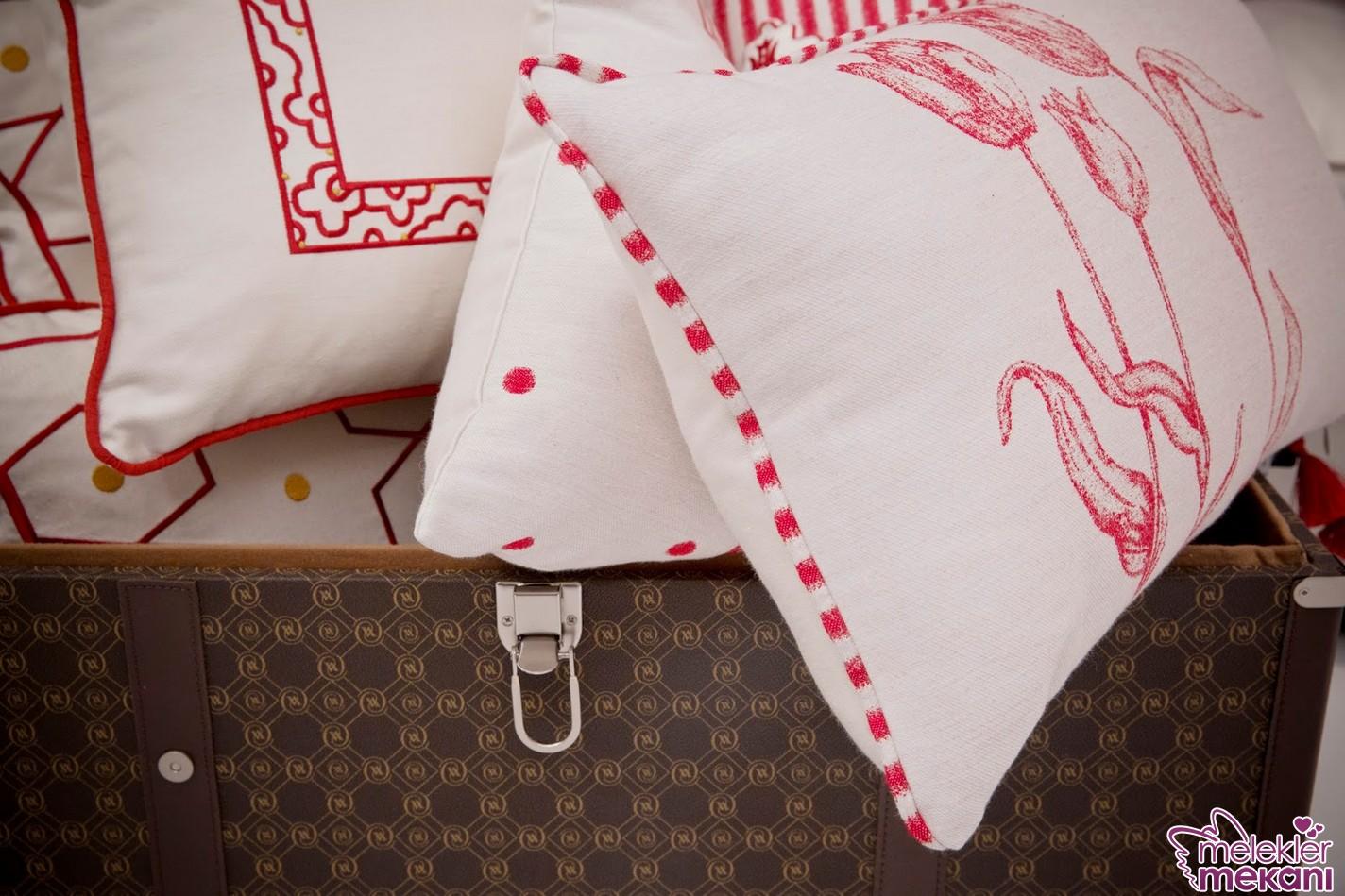 Vakko Home yastıkları ile ev dekorasyonlarınıza dekoratif zenginlik katabileceksiniz.