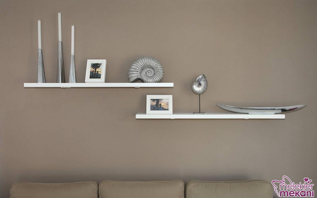 Dekorasyonunuzda gümüş gri renk tercihi ile değişim istiyorsanız duvar dekorasyonunuzda bu renk kullanımı tercihinde bulunabilirsiniz.
