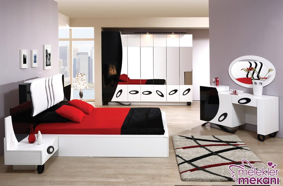 Romantik yatak odası mobilya modelleri ile siyah beyaz zıtlığını yatak odanızda hissedebilirsiniz.