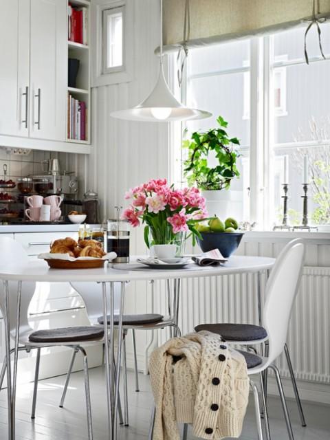 2014 yuvarlak mutfak masaları.jpg