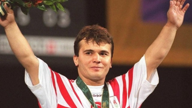 2111461976-jpg.80099 Dünyaca ünlü halterci Naim Süleymanoğlu hayıtını kaybetti Melekler Mekanı Forum