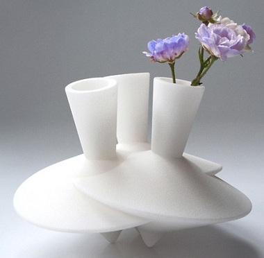 Beyaz-farklı-dizayn-edilmiş-modern-dekoratif-vazo-modeli.jpg