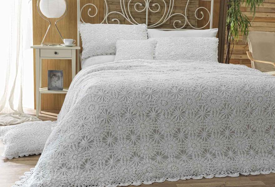 dantel yatak örtüsü.jpg