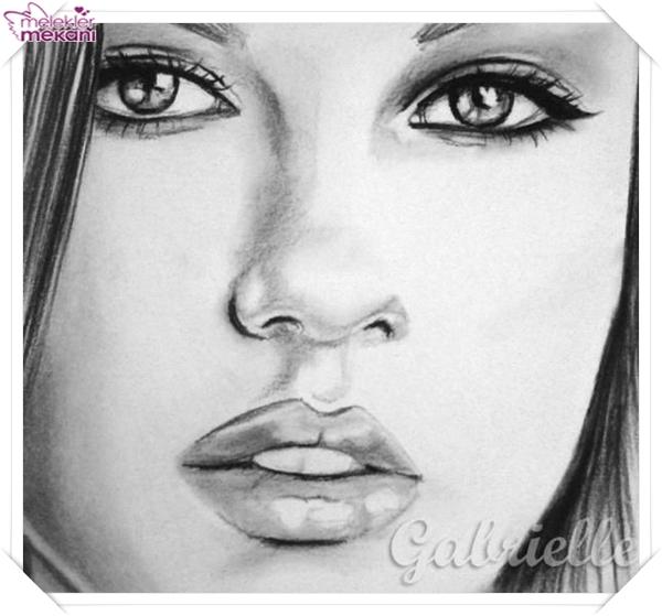 karakalem kadın resim çizimleri (7).jpg