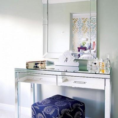mavi-puflu-modern-çok-şık-cam-makyaj-masası-modeli.jpg