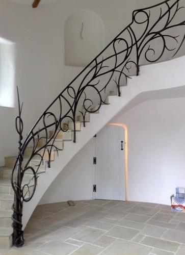 modern-ferforje-merdiven-tasarımı-363x500.jpg