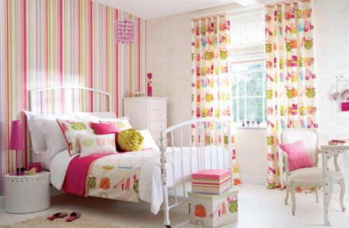 Rengarenk-desenlerle-tasarlanmış-romantik-yatak-odası-modeli-500x327.png