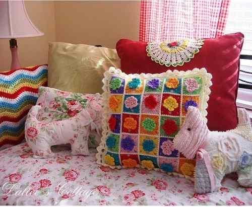 renkli-motiflerle-dekoratif-örgü-yastıklar-2014.jpg