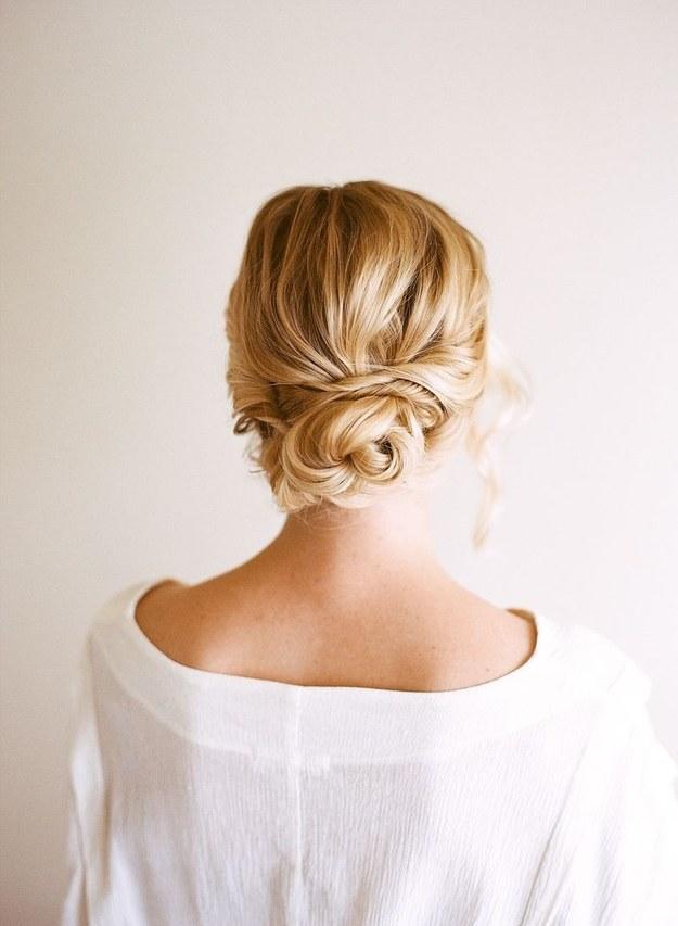 romantik-gelin-saç-modelleri (9).jpg