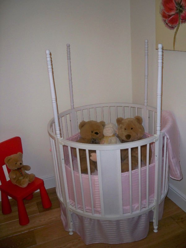 Round-Baby-Cot-Bed-Crib-Four-Poster.jpg