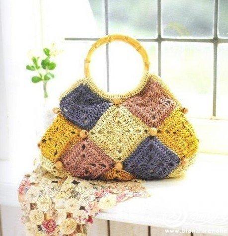 tığ-ile-örülen-kare-motifli-örgü-çanta-modelleri.jpg