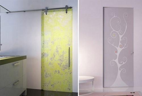 Yeşil-ve-şeffaf-tasarımlı-dekoratif-modern-sürgülü-cam-kapı-modeli-500x340.jpg