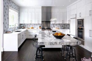 Modern görünümlü mutfaklar için lavabo ve aydınlatma ürünlerini son trend seçebilirsiniz.