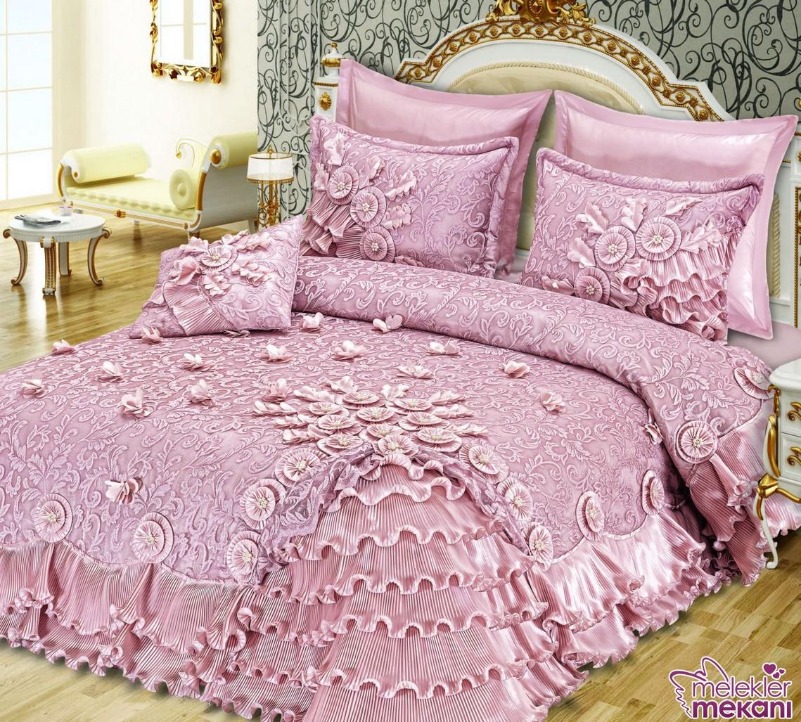 Yeni trend çeyizlik yatak örtüleri seçiminizde fırfırlı görsel zengin seçenekleri tercih edebilirsiniz.