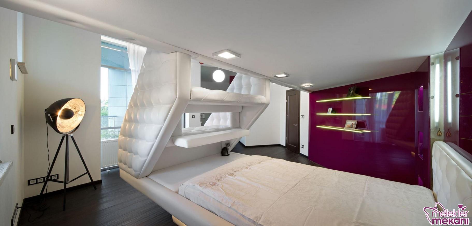 Beyaz farklı dizayn yapılı yatak odası model uygulaması ile yatak odalarınızdaki dekoratifliğe yer açabilirsiniz.