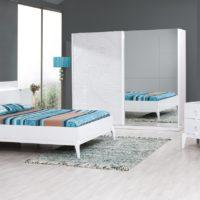 Beyaz yatak odası takımları ile gelen ferah yatak odası görünümleri