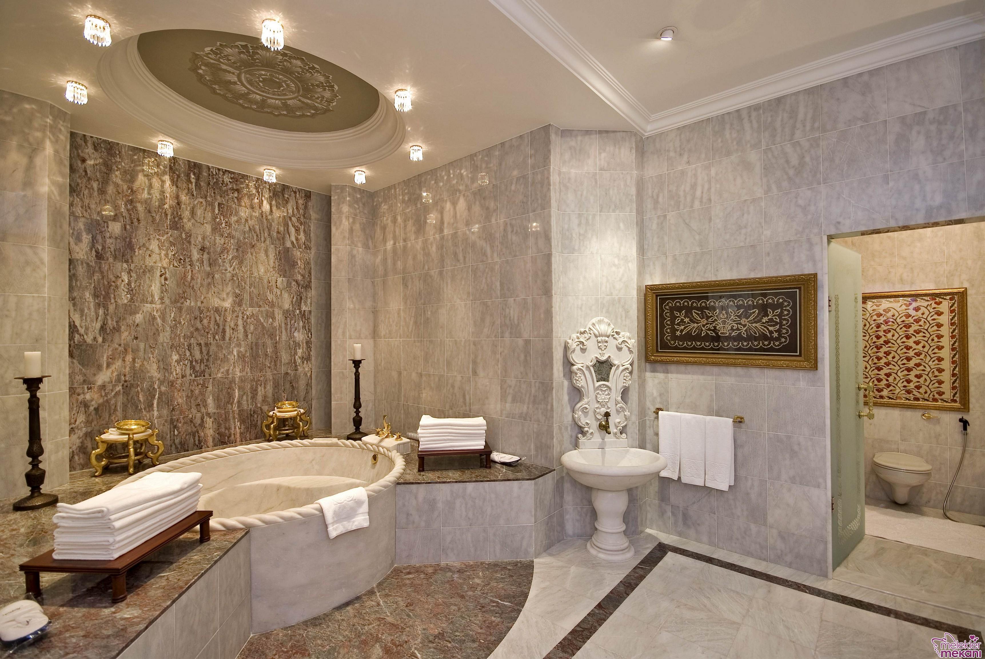 Gösterişli banyo dekore ederken dilerseniz hamama tarzı banyo dekorasyonu önerilerinden faydalanabilirsiniz.