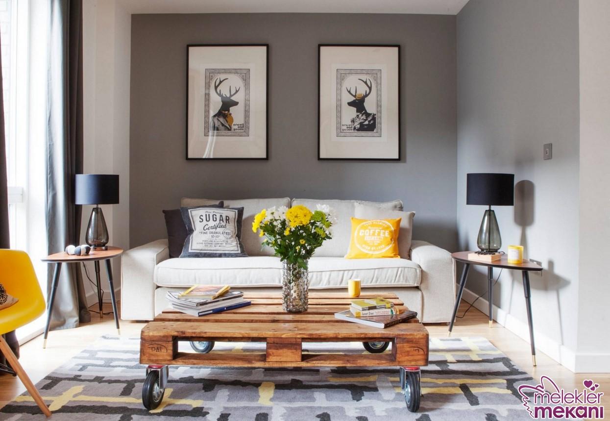 Oturma odalarında ahşap paletten orta sehpa dekoru ile değişim yakalayabilirsiniz.