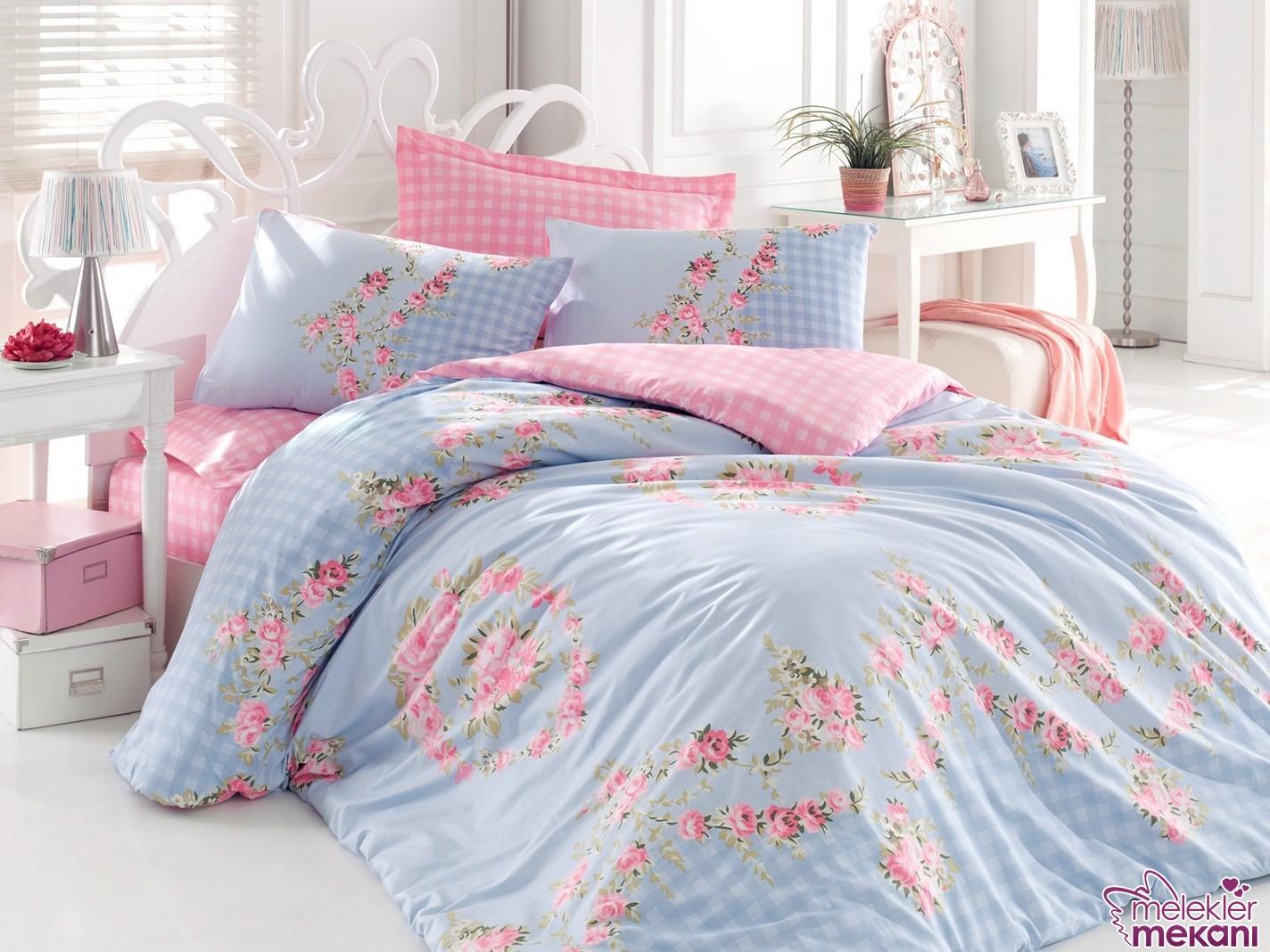 Pembe mavi renklerin bütünlüğünü yatak odanıza davet edici seçimlerinizde yeni sezon nevresim takımlarından faydalanabilirsiniz.