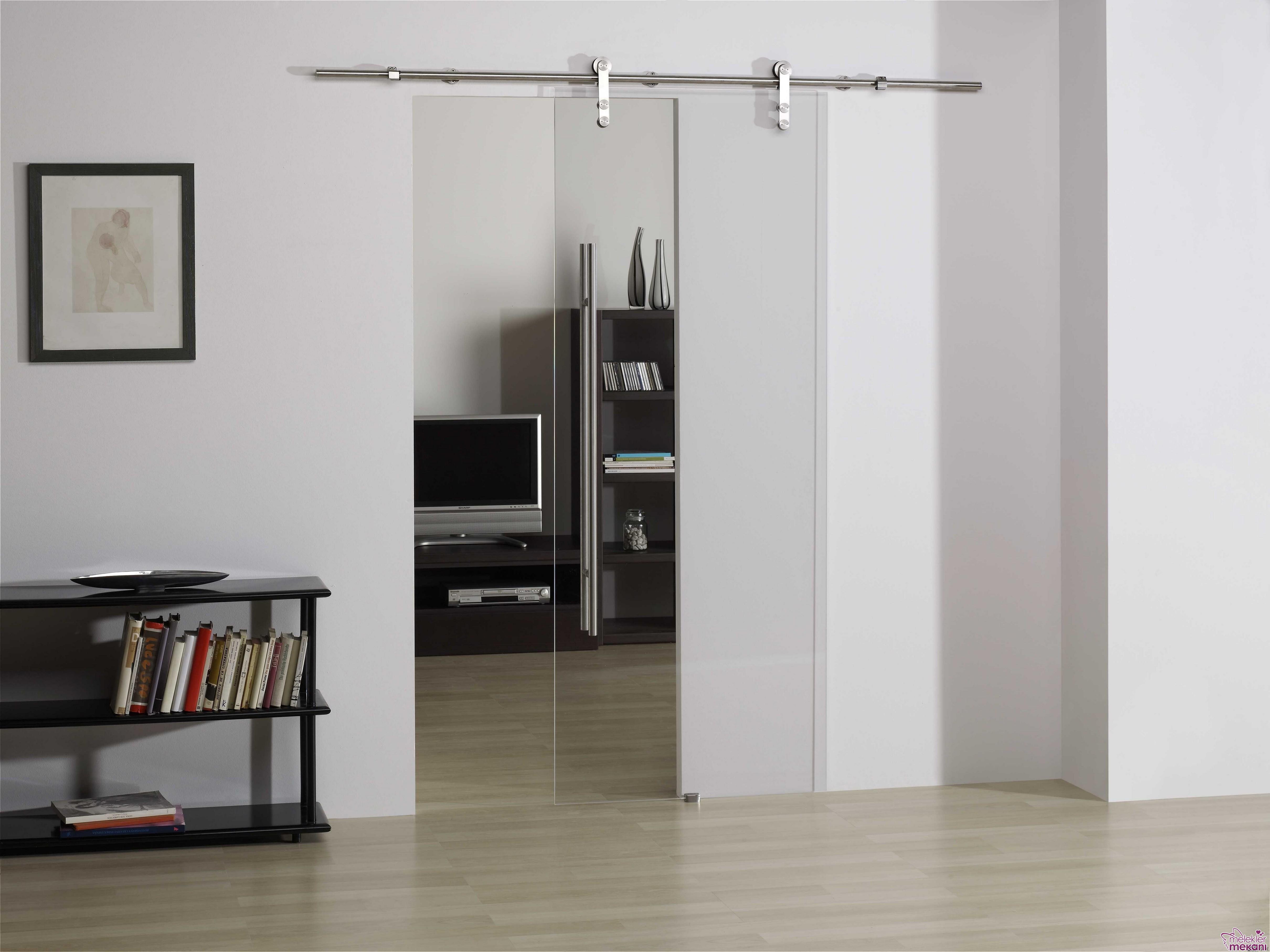 Sürme kapıda tercihinizi cam kapı modellerinden yana kullanabilirsiniz.