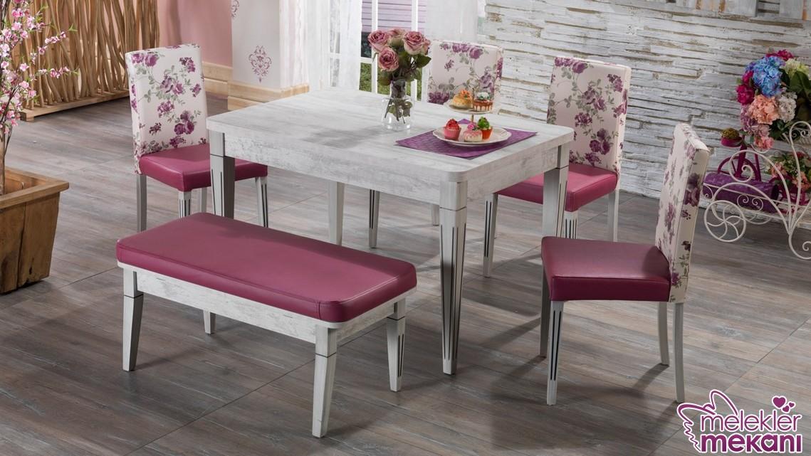 İstikbal mutfak masa sandalye takımı modeli ile çiçek desenli görünümlere mutfağınızda yer açabileceksiniz.