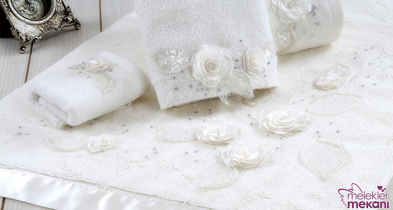 2016 sezonunda İrya Home çiçek süslemeli banyo paspasları ile çeyizinize özel bir ürün eklemesinde bulunabilirsiniz.