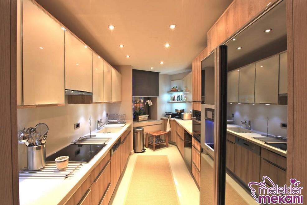 Dar mutfaklarınız için fonksiyonel görünümlü mutfak dolap modellerinden faydalanabilirsiniz.