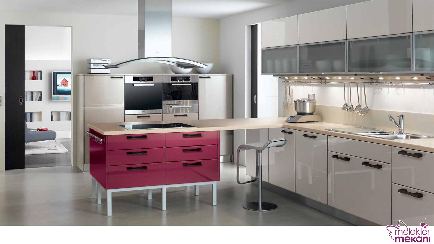Trend renk seçimi ile mutfak dolaplarınızda ahenkli görünümlere yer açıcı davranabilirsiniz.
