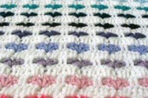 kalp motifli tığ işi battaniye örneği