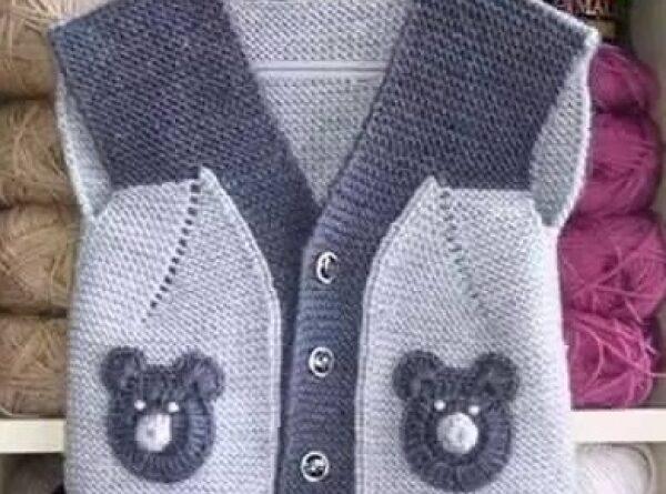 cep kısımları ayıcık motifli erkek bebek yelek modeli