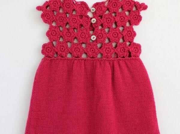 derya baykal el örgüsü üst kısmı motiflerle örülmüş bebek elbisesi