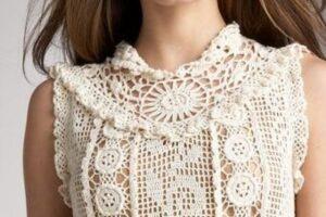 motiflerle süslenmiş tığ işi sıfır kol örgü abiye bluz