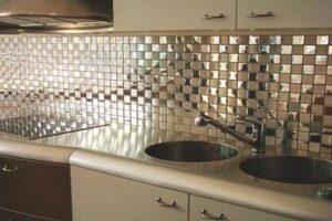 parlak yüzeyi ile dikkat çeken mutfak tezgah arası seramik modeli
