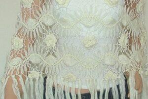 motifli tığ işinden yapılmış saçakları ile dikkat çeken şal modeli