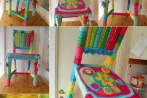 renkli el örgüsünden sandalye kılıfı örerek sandalyelerinizi yenileyin