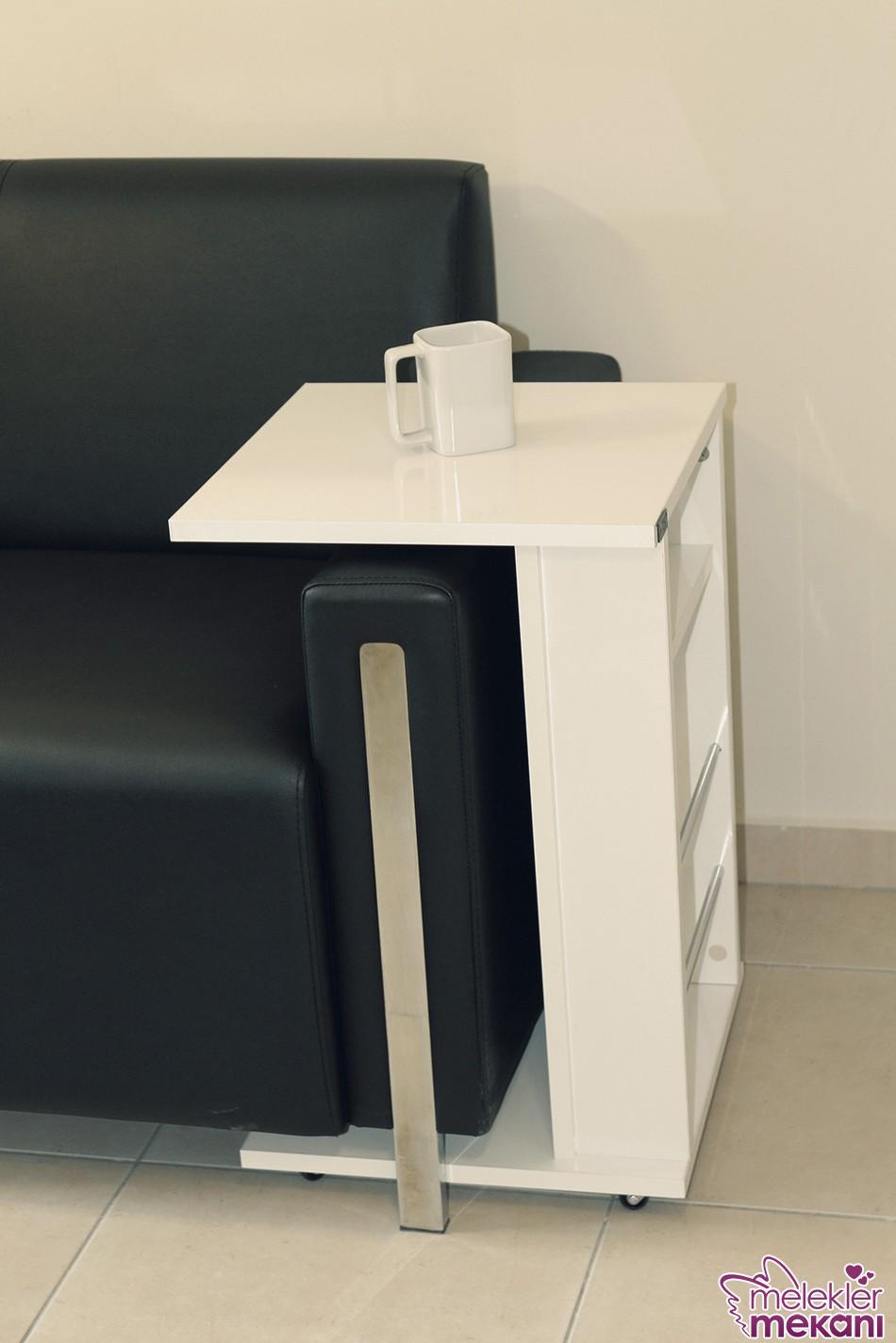 Yeni sezon sehpa tasarımlarında yan sehpa model tercihleri ile oda dekorasyonlarınızda rahatlık elde edebilirsiniz.